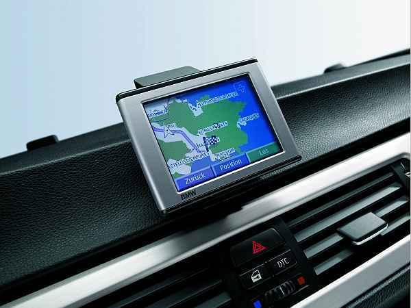 bmw mobiles navigationssystem f r 1er und 3er auto. Black Bedroom Furniture Sets. Home Design Ideas