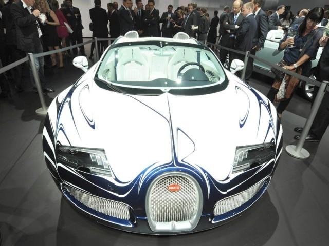 iaa 2011 bugatti pr sentiert das schnellste porzellan der welt auto. Black Bedroom Furniture Sets. Home Design Ideas