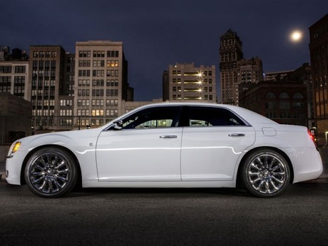 Premiere detroit chrysler 300 motown edition 004