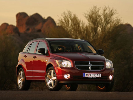 dodge caliber neuer blickfang auf den stra en auto. Black Bedroom Furniture Sets. Home Design Ideas