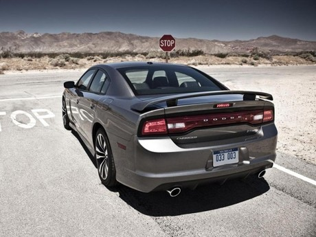 Neu dodge charger srt8 013