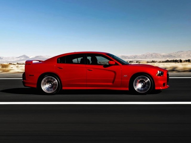 der neue dodge charger srt8 auto. Black Bedroom Furniture Sets. Home Design Ideas