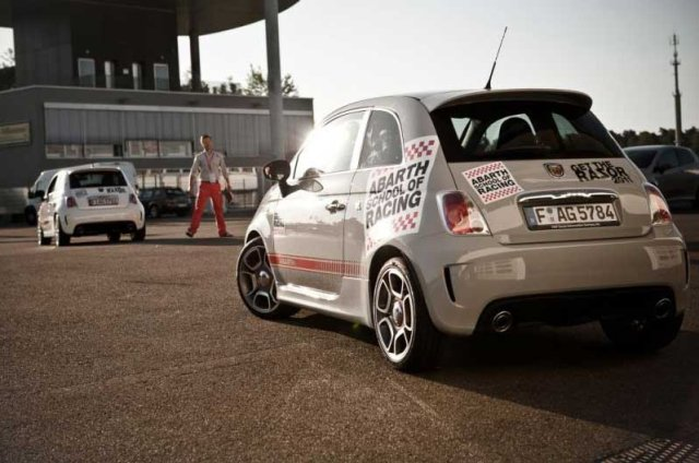 Auto Racing Schools on Abarth School Of Racing   Rennkurse Im Grenzbereich     Auto Motor At