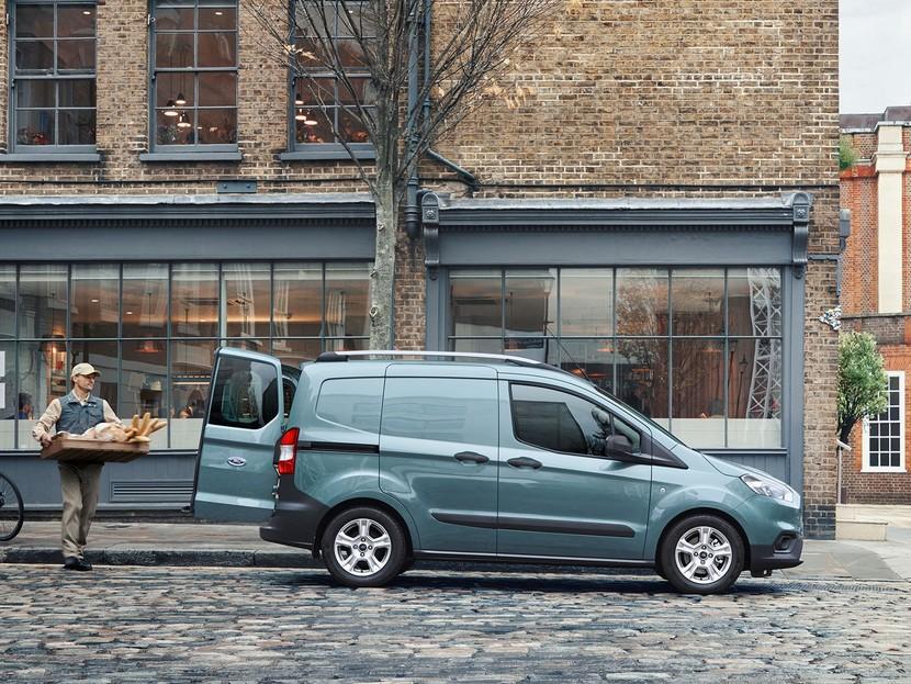 aufgewertet der neue ford tourneo courier und tourneo. Black Bedroom Furniture Sets. Home Design Ideas