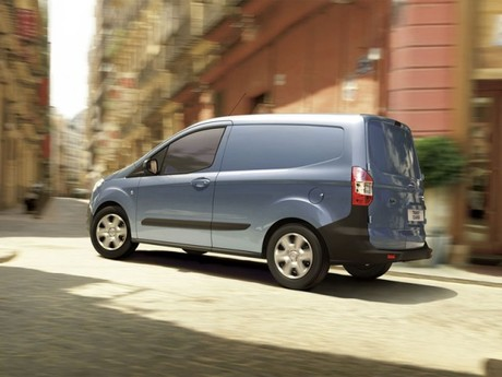 Neu ford transit courier 002