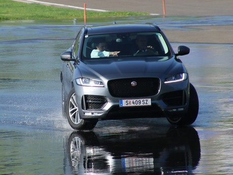 Jaguar land rover track day 001