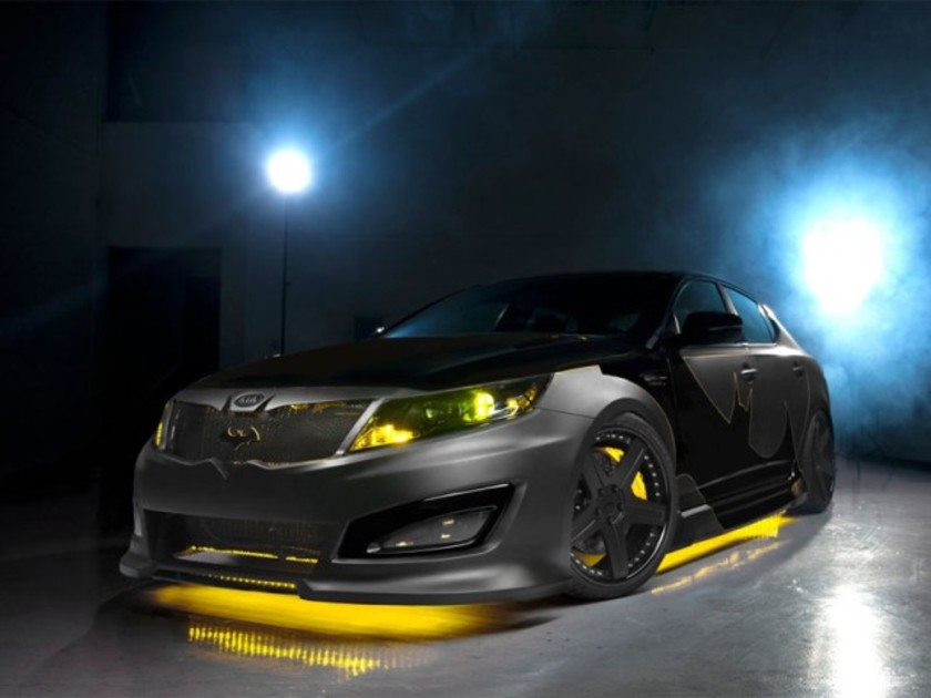 Batman faehrt kia optima 001