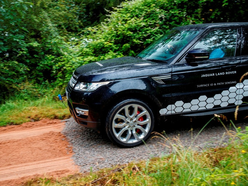 land rover arbeitet am selbst fahrenden gel ndewagen auto. Black Bedroom Furniture Sets. Home Design Ideas