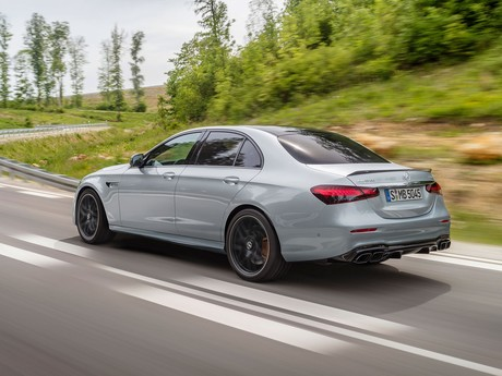 Facelift fuer mercedes amg e 63limousine t modell 002