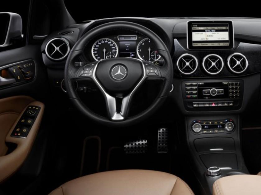 Neue Mercedes B-Klasse : Erste Interieur-Fotos ::: auto-motor.at :::