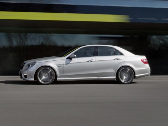 New York 2011: V8-Biturbo für den Mercedes E 63 AMG