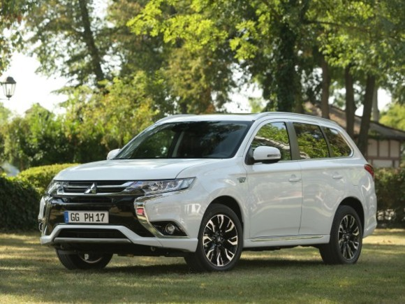 Mitsubishi Outlander PHEV ist CO2-neutral unterwegs