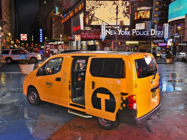New york 2012 premiere nissan nv200 taxi 011