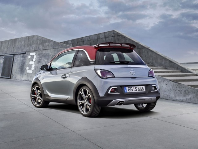 Neu opel adam rocks s 002