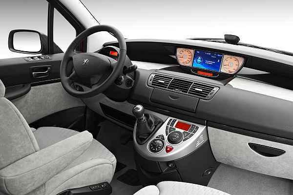 Peugeot 807 das modell 2008 wurde berarbeitet auto for Interieur 807