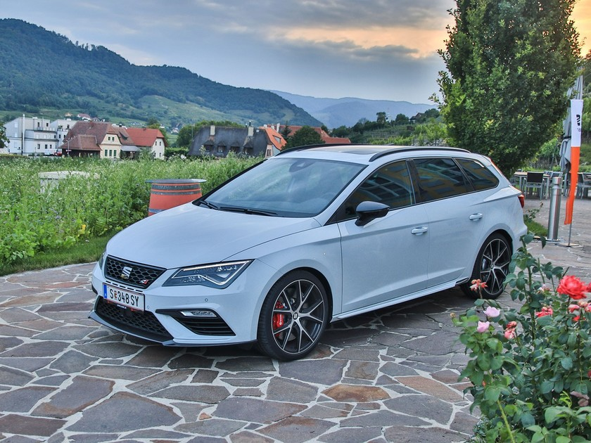 fahrbericht seat leon st cupra 300 carbon edition. Black Bedroom Furniture Sets. Home Design Ideas