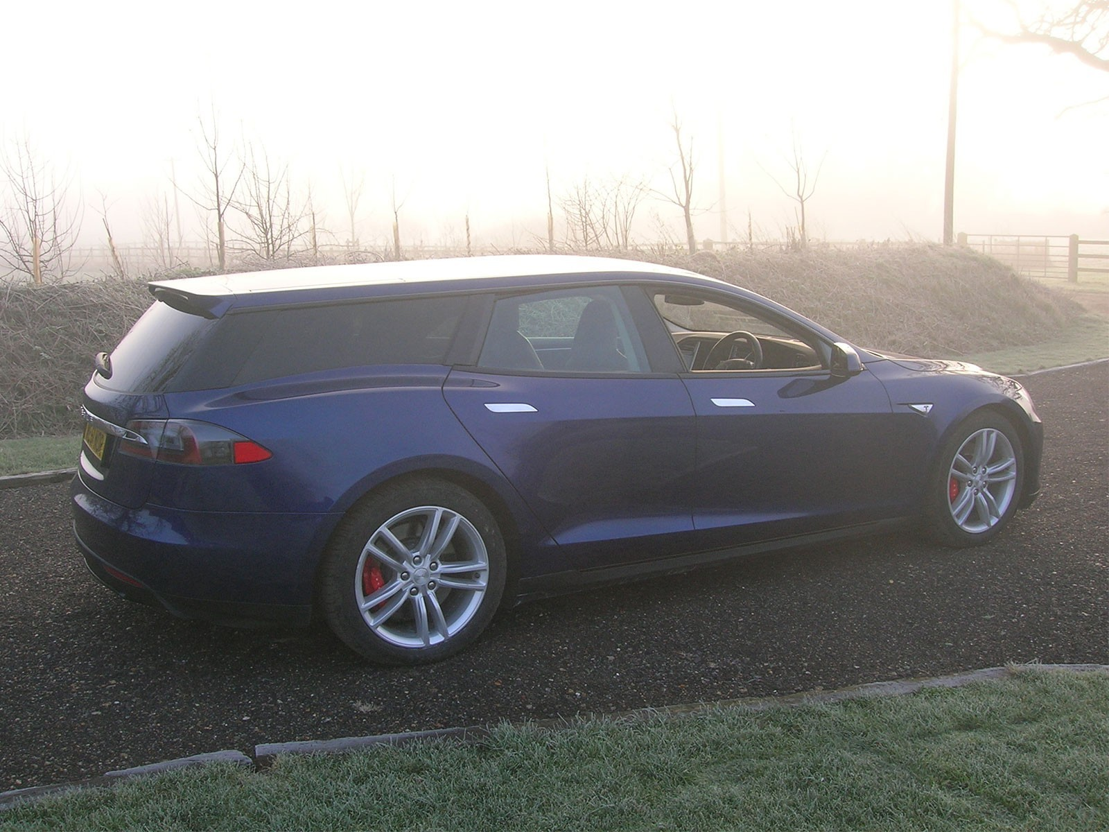 Qwest baut tesla shooting brake 001