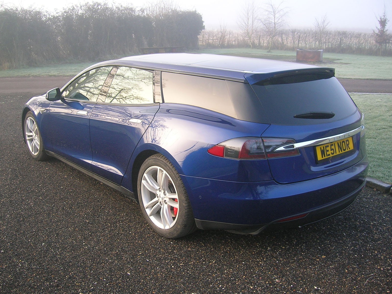 Qwest baut tesla shooting brake 002