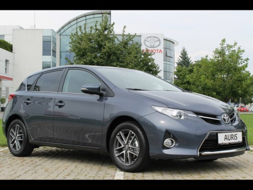 Neu toyota auris feel 001