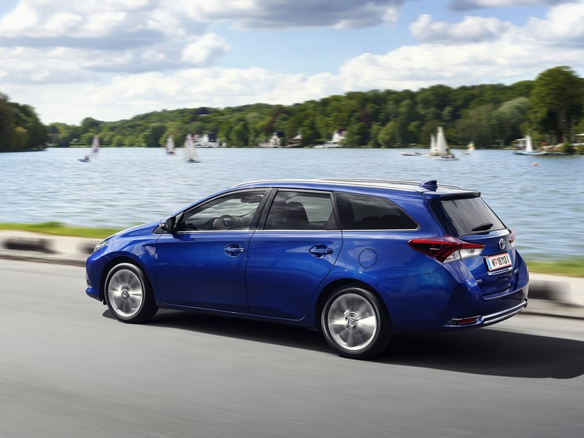 Business pakete fuer toyota auris avensis 001