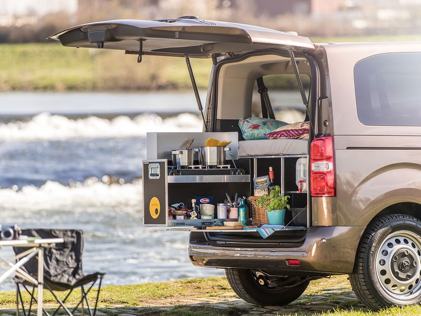 toyota proace wird zum camping mobil auto. Black Bedroom Furniture Sets. Home Design Ideas