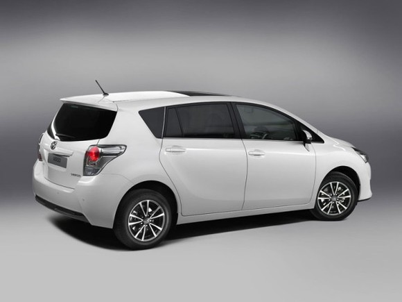 Facelift fuer toyota verso 003