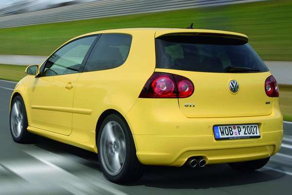 der neue vw golf gti pirelli r ckkehr einer legende. Black Bedroom Furniture Sets. Home Design Ideas