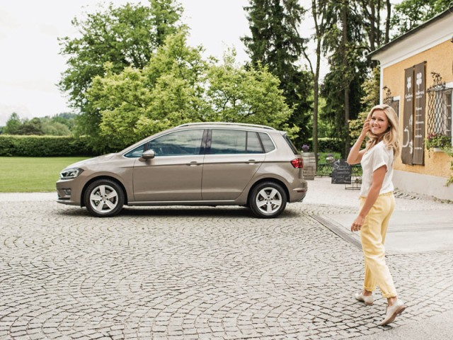 photo of Helene Fischer VW Golf Sportsvan - car