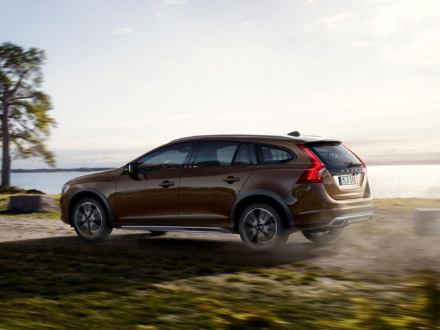 Premiere fuer volvo v60 cross country l.a 002