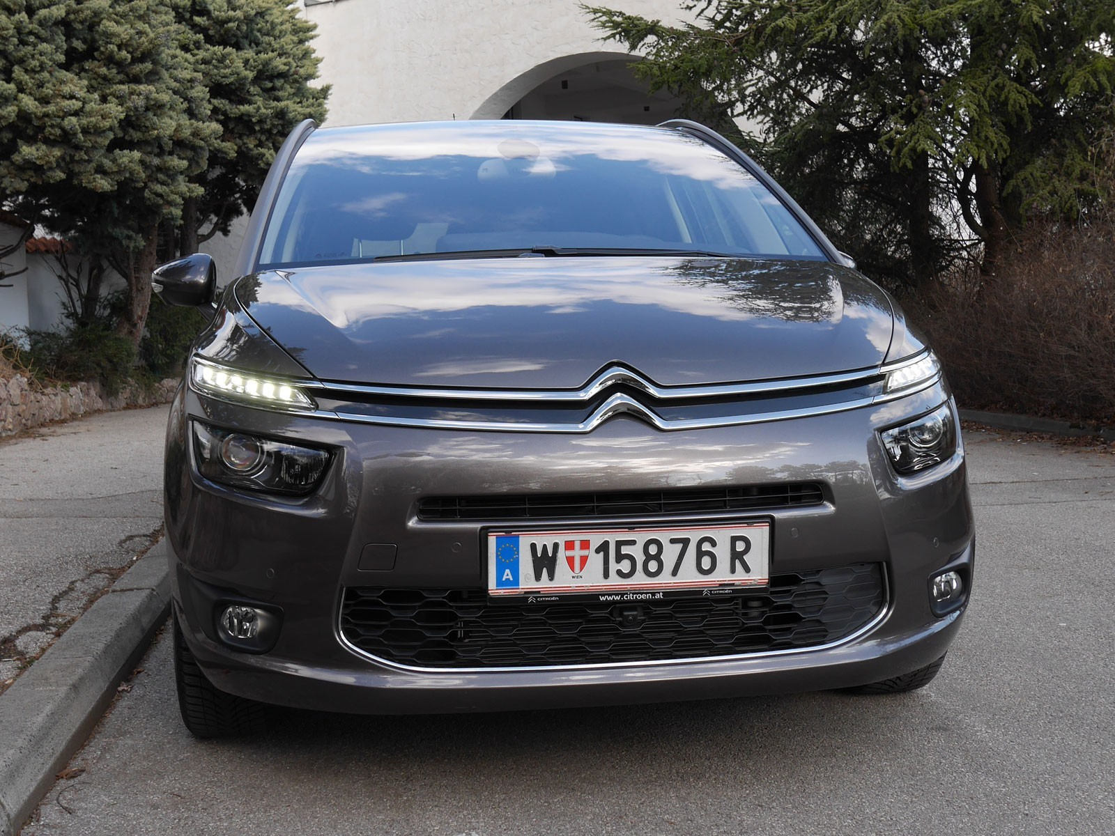 foto citroen grand c4 picasso bluehdi 150 eat6 exclusive. Black Bedroom Furniture Sets. Home Design Ideas