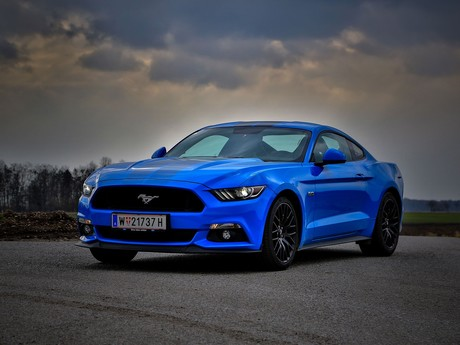 Ford mustang fastback 5 0 gt blue edition testbericht 001
