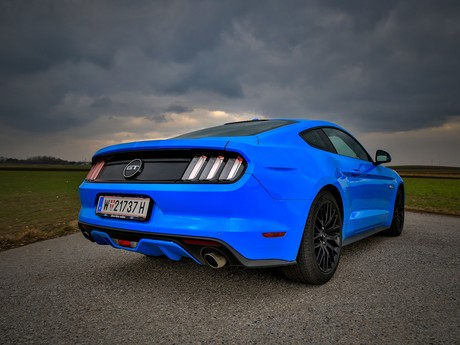 Ford mustang fastback 5 0 gt blue edition testbericht 002