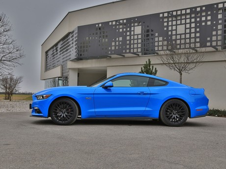 Ford mustang fastback 5 0 gt blue edition testbericht 003