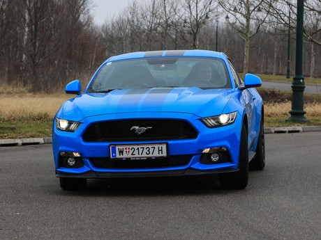 Ford mustang fastback 5 0 gt blue edition testbericht 007