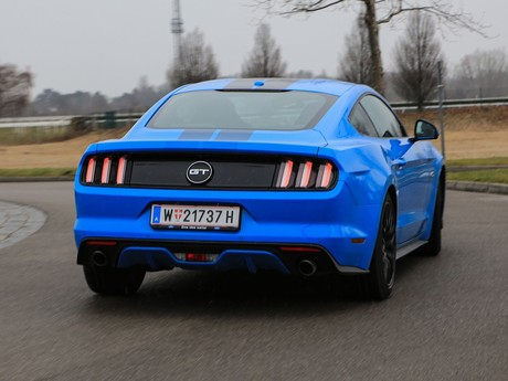 Ford mustang fastback 5 0 gt blue edition testbericht 008