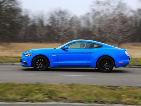 Ford mustang fastback 5 0 gt blue edition testbericht 009
