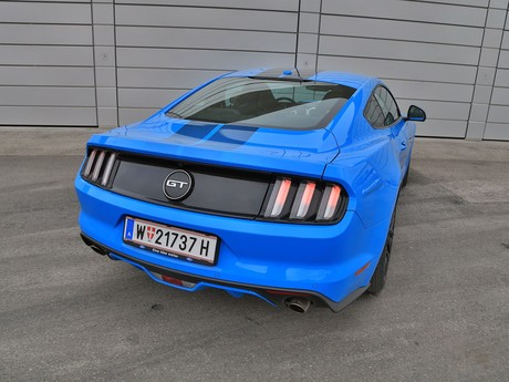 Ford mustang fastback 5 0 gt blue edition testbericht 013