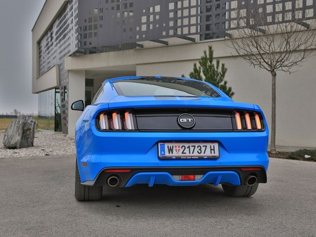 Ford mustang fastback 5 0 gt blue edition testbericht 016