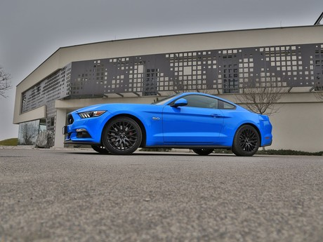 Ford mustang fastback 5 0 gt blue edition testbericht 022