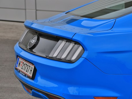 Ford mustang fastback 5 0 gt blue edition testbericht 024