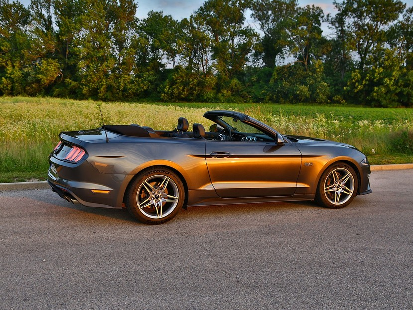 testbericht ford mustang cabrio mit 450 ps auto motor. Black Bedroom Furniture Sets. Home Design Ideas