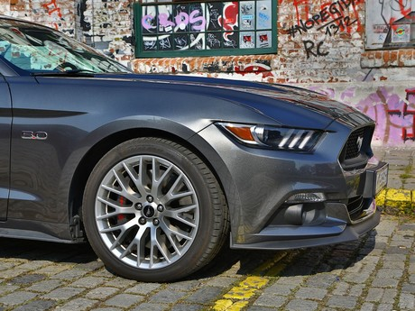 Ford mustang v8 at convertible testbericht 025