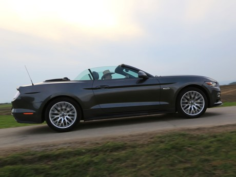 Ford mustang v8 at convertible testbericht 029