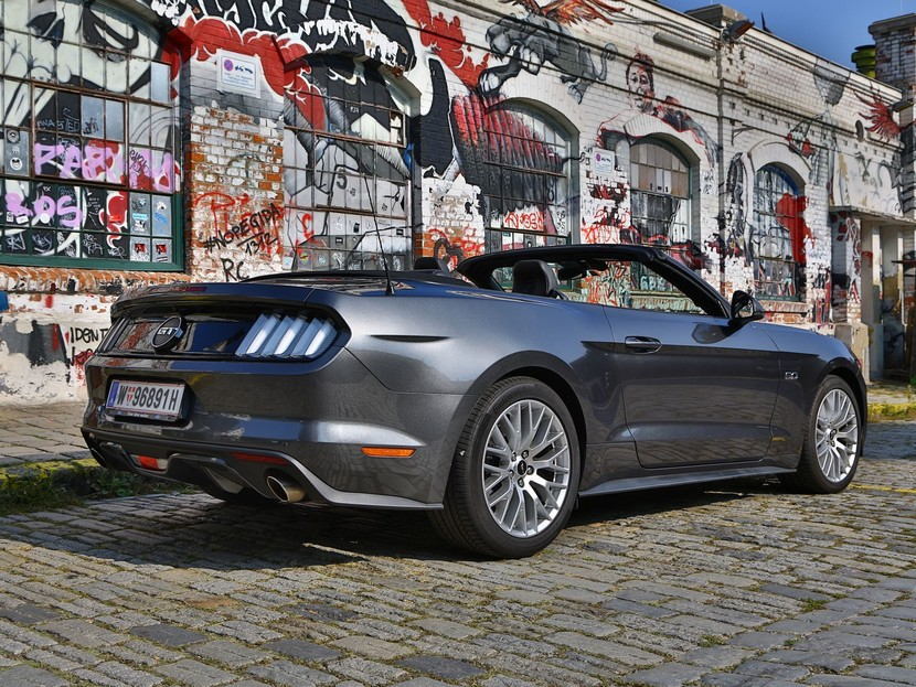 Ford mustang v8 at convertible testbericht 032
