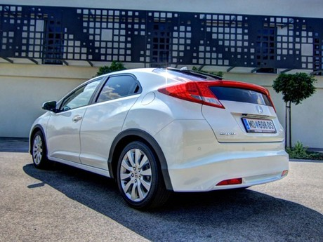 Honda civic 1 8 i vtec executive at testbericht 009