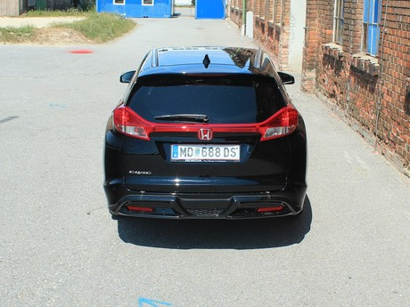 Honda civic tourer 1 6 i dtec lifestyle black edition testbericht 002