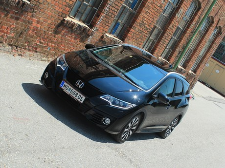 Honda civic tourer 1 6 i dtec lifestyle black edition testbericht 011