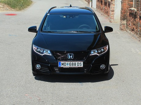Honda civic tourer 1 6 i dtec lifestyle black edition testbericht 013