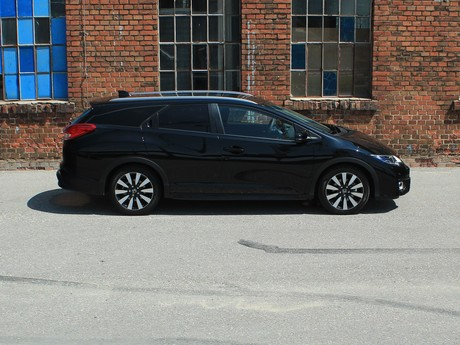 Honda civic tourer 1 6 i dtec lifestyle black edition testbericht 015