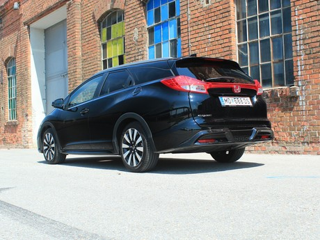 Honda civic tourer 1 6 i dtec lifestyle black edition testbericht 027